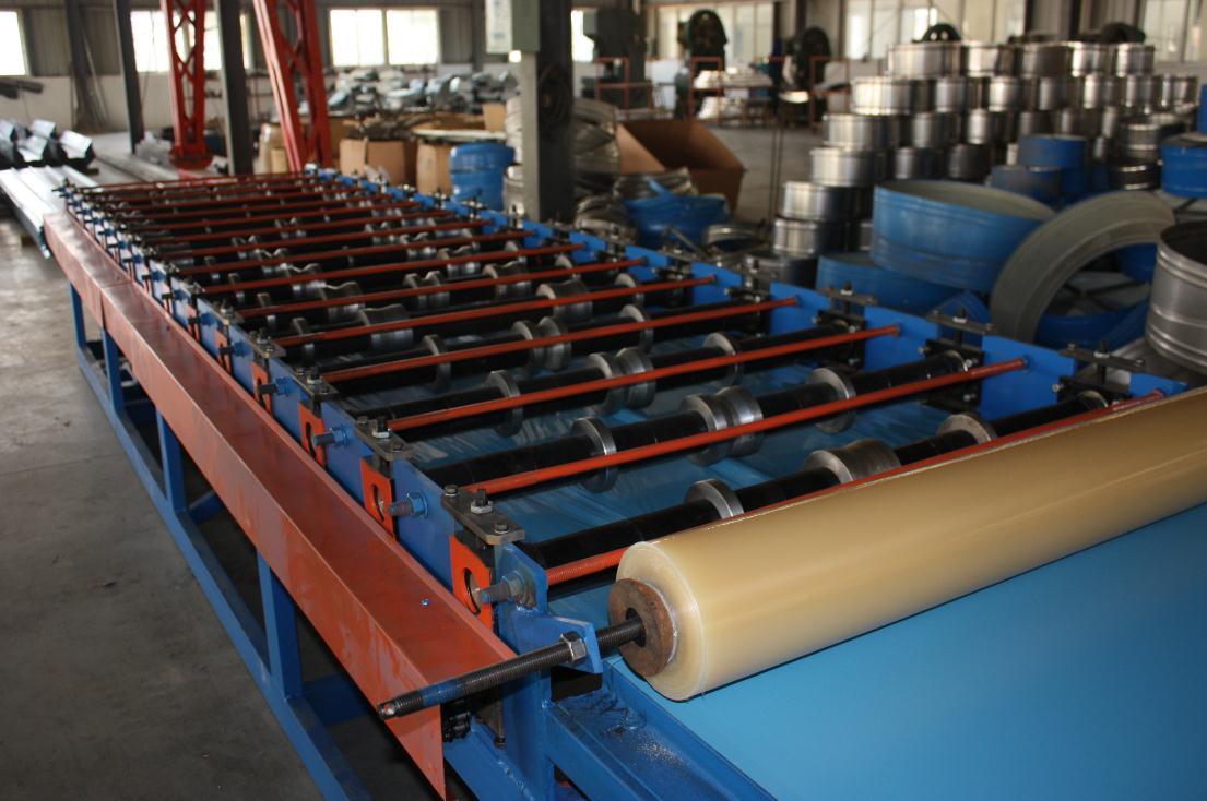 覆膜式围护板成型设备